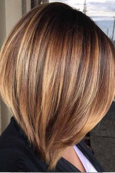 Trendy medium long hairstyles for thick hair- 30 Trendy mittellange Frisuren . - Jdoe Style Trendy medium long hairstyles for thick hair- 30 Trendy mittellange Frisuren . Medium Layered Hair, Medium Long Hair, Medium Hair Styles, Curly Hair Styles, Brown Hair With Highlights, Brown Hair Colors, Caramel Hair Highlights, Hair Colours, Hair Color Highlights