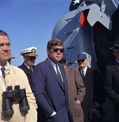 1962. Avril.  JFK  aboard the USS Northhampton during his 2 day visit to the Atlanic Fleet