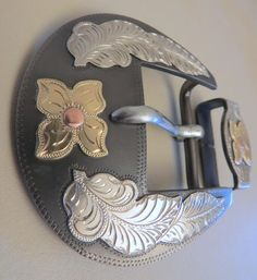 "9146 New Handmade DON ROGERS Two Piece 1 ½"" Belt Buckle Set Flower and Feathers"