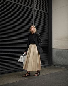 Business up top, party down below. Street Style, Street Chic, Style Icons Inspiration, Looks Style, My Style, Modest Fashion, Fashion Outfits, Mode Simple, Minimal Wardrobe