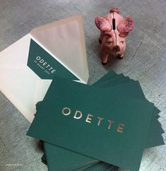 Beautiful combination of deep tropical green + powder pink. Design & printing by Polyprint24.be (offset and hot foil)