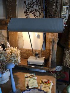 Lampe Eileen Gray Jumo Années 50 | antiquitesdecoration Eileen Gray, Decoration, 50th, Loft, Grey, Furniture, Home Decor, Decor, Gray