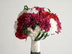 Brautstrauß aus Rosen, Nelken, Ranunkeln und Chrysanthemen