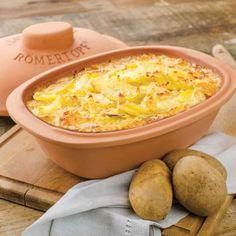 Kartoffel-Gratin im Römertopf Potato Recipes Crockpot, Healthy Potato Recipes, Breakfast Potatoes Easy, Instant Pot Potato Recipe, Baked Potato Oven, Cocina Natural, Potatoes Au Gratin, Sliced Potatoes, Grilling Recipes