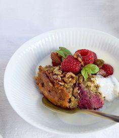 Bagt havregrød er et lækkert og anderledes indslag til morgen- eller brunchbordet. Jeg laver en portionen i weekenden, så der er nem, lækker og sund morgenmad eller eftermiddagsmad til de første da…