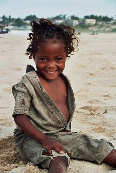 We found a real doll in the beach by Yilud, via Flickr
