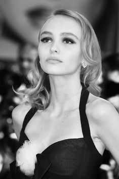 Lily-Rose Depp Photos - This image has been digitally altered) Actress Lily-Rose Depp attends the premiere of 'Planetarium' during the Venice Film Festival at Sala Grande on September 2016 in Venice, Italy. Vanessa Paradis, Makes You Beautiful, Most Beautiful Women, Zendaya, Shay Mitchell, Margot Robbie, Lucky Smith, Kristen Stewart, Lily Rose Melody Depp