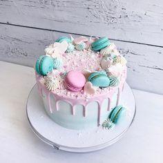 Тортик с предыдущего фото во всей красе 💗😊Внутри, полюбившийся многим вкуснейший красный бархат с малиной и сырным кремом❤️//#lavender_bakery #lavender_cake