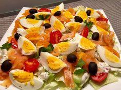 Sałatka nicejska z wędzonym łososiem - Blog z apetytem Aga, Caprese Salad, Salads, Paleo, Cooking, Breakfast, Blog, Recipes, Vegetarian Food
