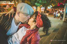 #ensaio #família #casal #peppermintstudio #fotografia #fotografa #kikamafra #beijo #parquedediversoes #parque #shangai #shanghai #riodejaneiro #retro #diversão #amor #alegria #vintage #50s