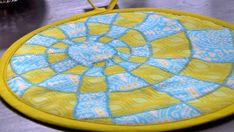 Pretty coaster and interesting diy Quilt Patterns Free, Haberdashery, Pot Holders, Decorative Plates, Weaving, Outdoor Blanket, Quilts, My Favorite Things, Tableware