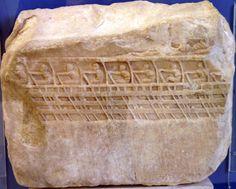 Fragmento de un bajorrelieve que representa un trirreme ateniense con 9 remeros. (Bajorrelieve Lenormant).