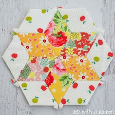 Tied with a Ribbon: Smitten Quilt - My English Paper Piecing Adventure - Part 4