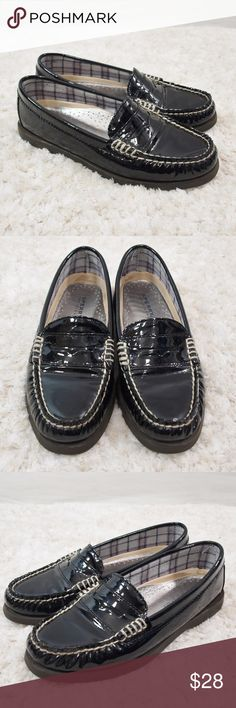 Sperry Top-Sider Patent Leather Loafers Size 5.5 In great condition. Leather upper. Add to a bundle to receive 20% off. Offers welcomed. Size 5.5 Sperry Shoes Flats & Loafers
