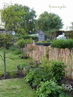 Un enclos pour les poules... Pop Up, Arch, Outdoor Structures, Gardening, Nature, House, Garden, Chicken Coop Garden, Backyard Farming