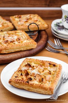 Apple Galette – Brittle puff pastry cakes with almond paste, fresh apple cubes and a hint of cinnamon. Serve with coffee or with a scoop of ice cream for dessert. Apple Recipes, Sweet Recipes, Cake Recipes, Galletas Cookies, Cake Cookies, Cupcakes, How To Make Cake, Food To Make, Pastry Cake