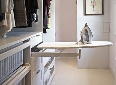 Walk In Closet Ideas - Trying to find some fresh ideas to redesign your closet? Visit our gallery of leading deluxe walk in closet design ideas and also images. Walking Closet, Walk In Closet Design, Closet Designs, Small Walk In Wardrobe, Small Walkin Closet, Master Closet Design, White Closet, Design Bedroom, Master Bedroom Closet