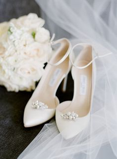 Summer Wedding Shoes Ideas 1 - The Weddings Designer Wedding Shoes, White Wedding Shoes, Unique Wedding Shoes, Wedding Dress Trends, Wedding Dresses, White Heels, Bridal Fashion Week, Bride Shoes, Fashion Models