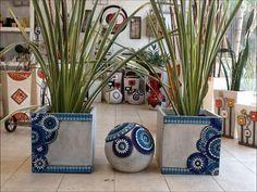 Resultado de imagen para esferas decoradas con venecitas Mosaic Planters, Mosaic Vase, Mosaic Flower Pots, Mosaic Tiles, Cement Art, Concrete Art, Mosaic Crafts, Mosaic Projects, Mosaic Artwork