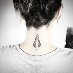 Resultado de imagem para tatuagem de nossa senhora Life Tattoos, Body Art Tattoos, Piercing Tattoo, Piercings, Santas Tattoo, Delicate Tatoos, Deathly Hallows Tattoo, Tattoo Inspiration, Tatting