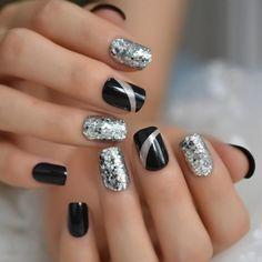 New Year's Nails, Hair And Nails, Gel Nails, Nail Nail, Nail Spa, Nail Polish, Stylish Nails, Classy Nails, Silver Nail Designs