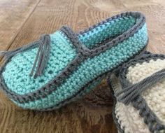 Annoo's Crochet World: Baby Loafers Free Pattern - Excellent Instructions could easily be applied to adult-sized patterns Crochet World, Knit Or Crochet, Crochet For Kids, Crochet Crafts, Crochet Projects, Free Crochet, Crochet Baby Booties, Crochet Slippers, Crochet Designs