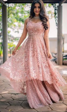 Party Wear Indian Dresses, Indian Fashion Dresses, Indian Designer Outfits, Teen Fashion Outfits, Indian Outfits, Bridal Dresses, Designer Dresses, Indian Gowns, Fashion Wear