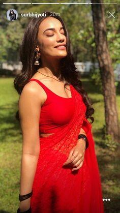 Indian beautiful cute models saari backless Desi sweet girls with her juicy armpit curvy body Show. Hot and sexy Indian actress very sensuo. Bollywood Actress Hot Photos, Beautiful Bollywood Actress, Beautiful Indian Actress, Red Saree, Saree Look, Indian Bridal Lehenga, Indian Beauty Saree, Indian Tv Actress, Indian Actresses