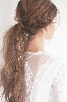 Braided ponytail for a boho bride. Braided ponytail for a boho bride. Cute Ponytail Hairstyles, Braided Hairstyles Tutorials, Braided Ponytail, Party Hairstyles, Summer Hairstyles, Boho Hairstyles, Hair Tutorials, Hairstyle Ideas, Low Ponytails