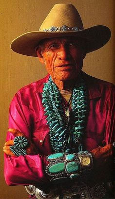 Turquoise jewelry on Native American man, Navajo Tribe/The Diné Native American History, Native American Indians, Hippy Chic, Boho Chic, Costume Ethnique, Cowboys And Indians, Navajo Jewelry, American Indian Jewelry, We Are The World
