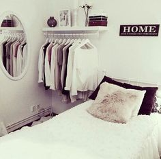 Bed & kledingrek - #interieur #opkamers #slaapkamer #home