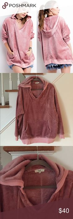 Easel mauve sweater Like new!! Softest thing!!! Oversized fit easel Sweaters