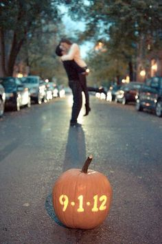Fall Engagement Photo & Save The Date Ideas…
