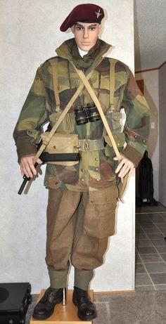 British airborne officer uniform WW2.
