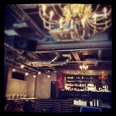 SUZU CAFE GEMS 渋谷店 in 渋谷区, 東京都|渋谷で遊んでてくたびれたら、ソファーでゆっくりしたい!スズカフェはそんな人におススメなカフェ。gems 渋谷 の3階です。イタリアの古いレンガを使ったパーテーションがあり、店内はクラシカルな雰囲気です。シーズンごとにメニューの入替があり、いつ行っても楽しいんです。