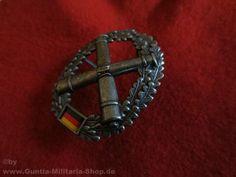 BW Barettabzeichen, Artillerie, Metall / mehr Infos auf: www.Guntia-Militaria-Shop.de