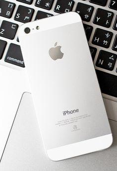 Apple. iPhone 5. iOS. Industrial Design. Clean. Minimal. Fresh. Beauty. Modern. Metallic. Fifth Generation.