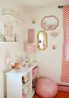 Small nurseries can have awkward walls. Fill them with a fun, eclectic gallery wall of art prints, mirrors, etc.! #modernnursery #summerinthecity