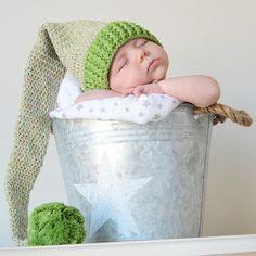 Gorro para bebe duende verde Este es un gorro genial para sacar uunas fotos muy especiales a tu bebé recién nacido. Gorro de lana largo que termina en una bola pompon. 24,50 €