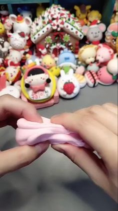 Polymer Clay Magnet, Clay Magnets, Polymer Clay Kawaii, Polymer Clay Crafts, Diy Clay, Clay Crafts For Kids, Diy Crafts For Girls, Cake Decorating Designs, Fondant Figures Tutorial