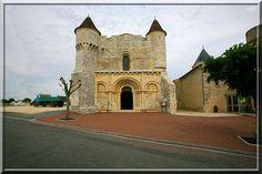 Ecoyeux - Charente Maritime - Est ce la plus belle église fortifiée de France ?... Je ne peux point l'affirmer, mais après l'avoir visitée, vous n'aurez plus la même vision du monde médiéval religieux et fortifié.
