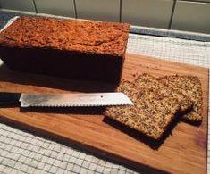Möhren-Eiweiß-Brot von den Ernährungs-Docs aus dem NDR Protein Bread, Nutrition, Desserts, Anne Fleck, Food, Thumbnail Image, Baguette, Google, Chef Recipes