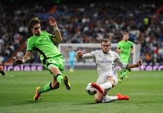 Gareth Bale of Real Madrid tries to cross the ball while being challenged by Sebastian Coates of Sporting Clube de Portugal during the UEFA Champions League Group F match between Real Madrid CF and Sporting Clube de Portugal at estadio Santiago Bernabeu on September 14, 2016 in Madrid, . (Sept. 13, 2016 - Source: Denis Doyle/Getty Images Europe)