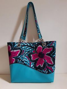 Sac Samba en bleu et fleurs roses cousu par Corinne - Patron Sacôtin