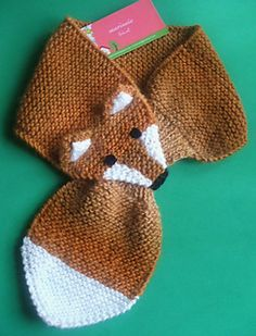 Baby Knitting Patterns Beanie It& the second time I make this recipe, the first scarf I wove you can . Diy Knitting Scarf, Diy Crafts Knitting, Lace Knitting Patterns, Hand Knit Scarf, Knitting For Kids, Crochet Scarves, Baby Knitting, Fox Scarf, Baby Scarf