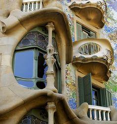 Gaudi's masterpiece, Casa Batlló, Barcelona, Spain. Photo by mistca Beautiful Architecture, Beautiful Buildings, Architecture Design, Modern Buildings, Dreamland, Art Nouveau Arquitectura, Antonio Gaudi, Different Architectural Styles, Art Deco