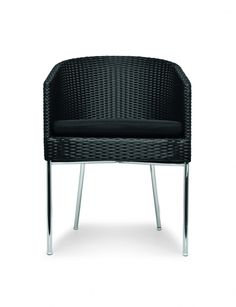 The Casablanca Arm Chair features a sleek design that will add to the style of an indoor dining space whilst being sturdy enough to add to an outdoor dining set. An ideal addition to decks, gardens or cafe exteriors. The rounded back contrasts the angular front and seat, while the visible frame makes it an ideal companion for metal and contemporary interior or exterior furniture. Finished with a synthetic weave in either Java Brown or Black.