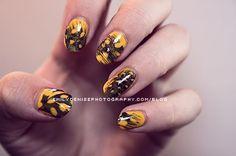 Feather nails Feather Nail Designs, Feather Nail Art, Yellow Feathers, Woman Painting, Nails Inspiration, Manicure, Nail Polish, Beauty, Mondays