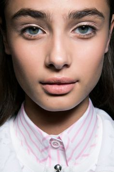 Eyebrow waxing: What you need to know before you go.