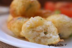 Los buñuelos son tradicionalmente, un plato que se hace frito. A mi se me ha ocurrido prepararlos al horno, usando el molde de Lekue ...